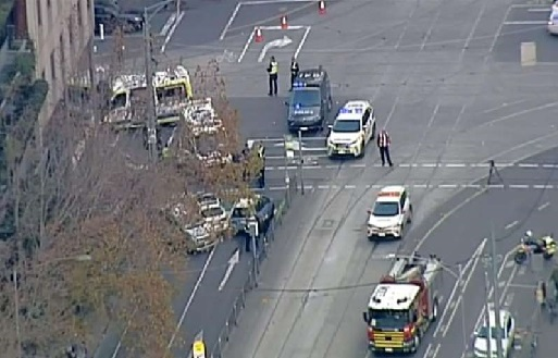 5 hurt as car hits people in Melbourne