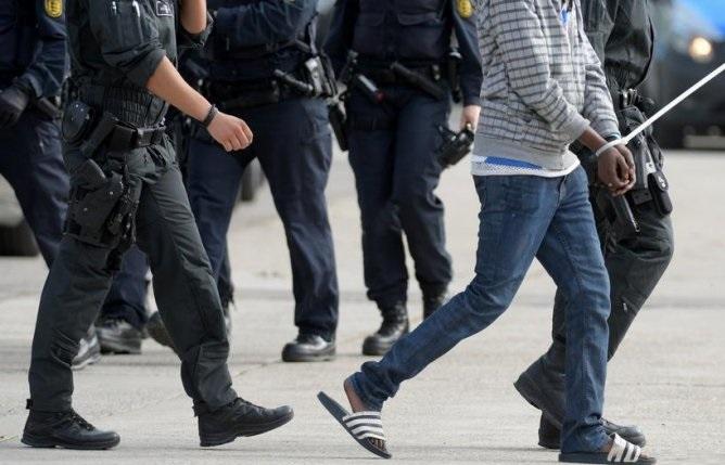 Asylum seekers deported to EU