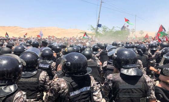 Pro-Palestinian protestors in Lebanon and Jordan storm Israel border