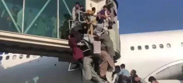 Taliban says 'war is over' as thousands flee Kabul
